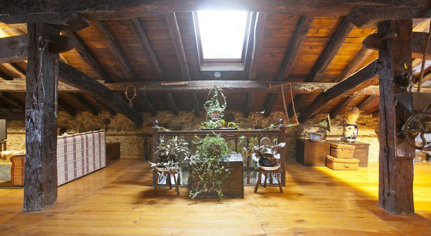 Casa rural Izarre Sala diáfana