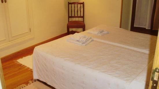 Habitación Twin con 2 camas baño compartido