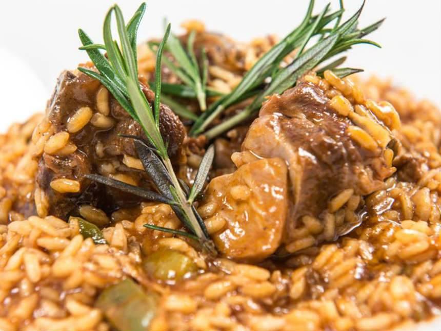 Arroz Caldoso Con Setas Y Pollo arroz meloso de pollo capón y setas. reserva online en eligetuplato.es