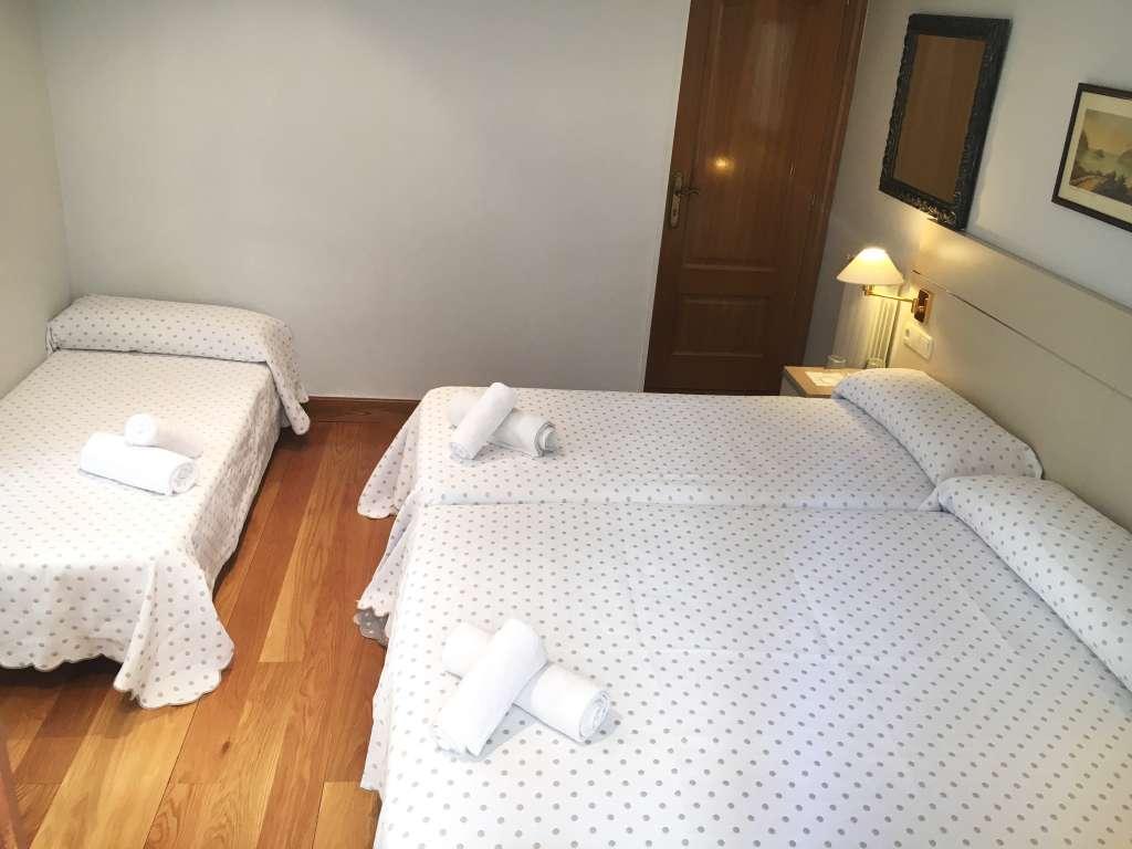 Habitación Doble con cama de matrimonio y posibilidad de supletoria , baño compartido