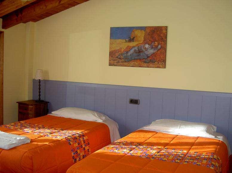 Agroturismo Goiena habitacion naranja 2camas