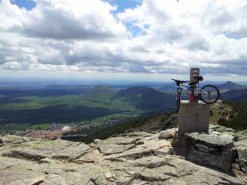WALKING AND MOUNTAIN BIKE ACTIVITIES IN EL ESCORIAL
