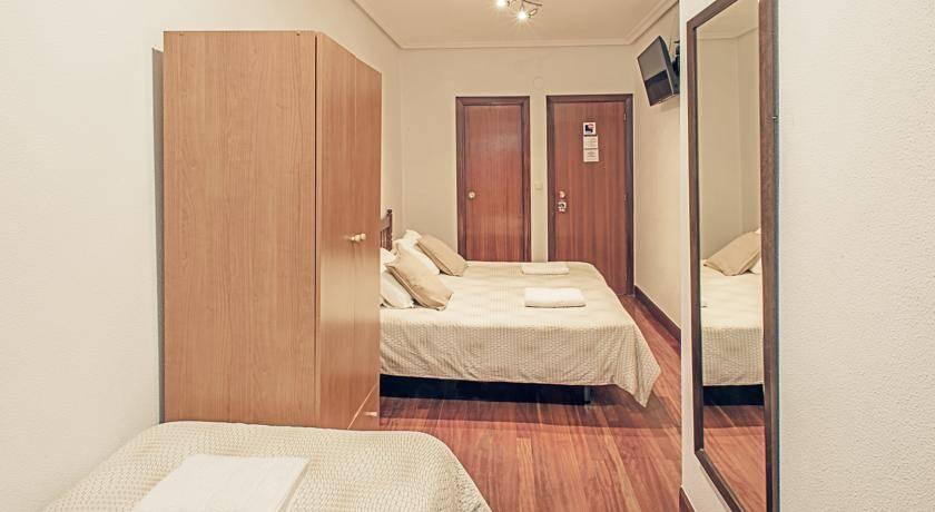 Habitación triple con baño pension Beizama